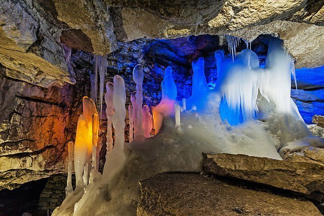 Самые красивые пещеры, куда пускают туристов