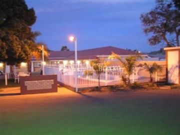 Charles Rasp Motor Inn & Cottages 3*