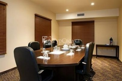 Holiday Inn Express Hotel & Suites Prince Albert 2*