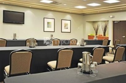 Holiday Inn Express Hotel & Suites Southwest Vaughan 2*