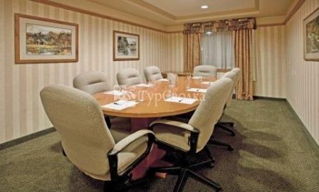 Holiday Inn Express Hotel & Suites Vernon 2*