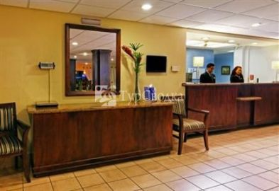 Holiday Inn Express San Jose Airport 3*