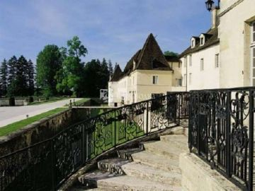 Chateau De Gilly 4*