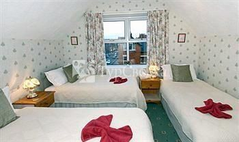 Cherry Grove Guest House 4*