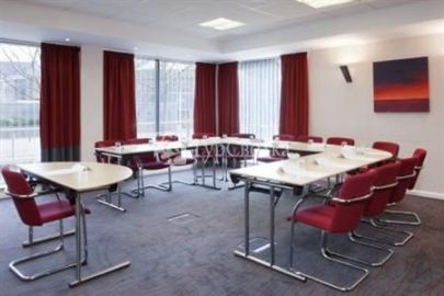 Holiday Inn Express Leeds City Centre-Armouries 3*