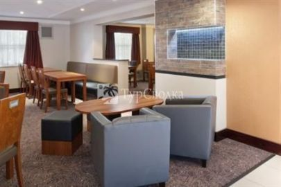 Holiday Inn Express Leeds East 2*