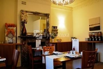 Onesixtwo Guest House London 4*
