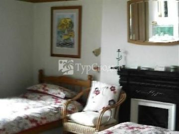 Holly House Bed and Breakfast 4*