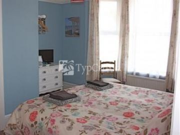 Sea House Bed and Breakfast 4*