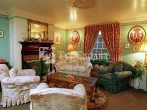 Coach House Bed & Breakfast 4*