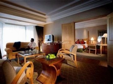 Crown Plaza Mutiara 5*