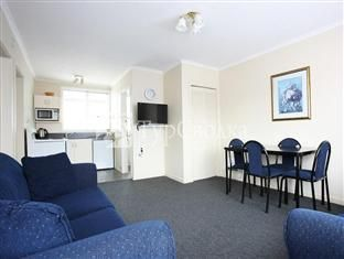 Queens Park Motels 4*