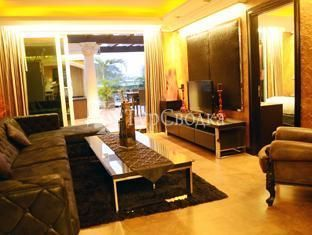 Fields Plaza Suites Condo-Hotel 4*