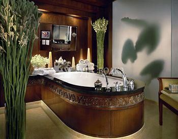 Four Seasons Hotel Bangkok 5*