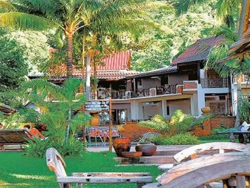 Koh Chang Cliff Beach Resort 4*