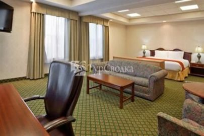 Holiday Inn Express Allen Park-Dearborn 2*