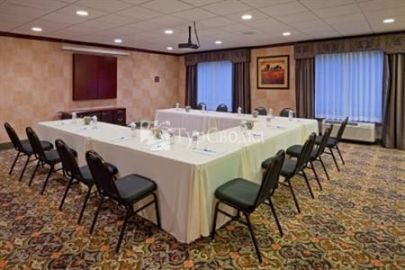 Holiday Inn Express Hotel & Suites Branchburg 2*
