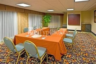 Holiday Inn Express Clearwater East - ICOT Center 2*