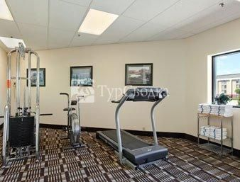 Days Inn and Suites - Des Moines Airport 2*
