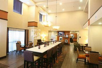Hampton Inn & Suites Fargo 3*