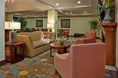 Holiday Inn Express Hotel & Suites Greensboro - Airport Area 3*