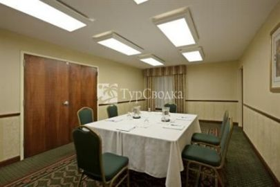 Holiday Inn Express Hotel & Suites Hartford 3*