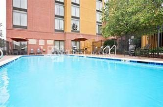 Holiday Inn Express Hotel & Suites Irving North-Las Colinas 3*