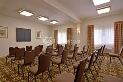 Holiday Inn Express Hotel & Suites Kingman 2*