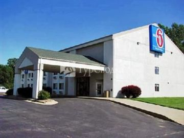 Motel 6 Lawrence 2*