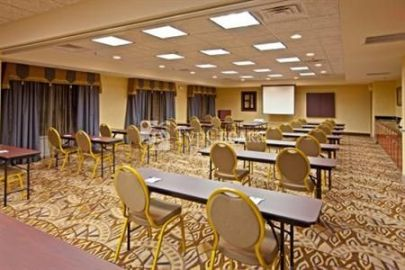 Holiday Inn Express Hotel & Suites Lexington Northeast 2*