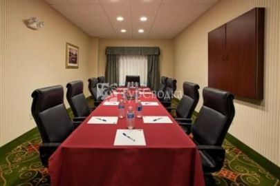 Holiday Inn Express Hotel & Suites Monaca 2*