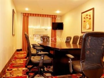 La Quinta Inn & Suites JFK Airport 2*
