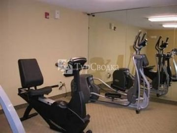 Crestwood Suites Newport News 2*