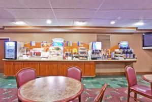 Holiday Inn Express Paducah 2*