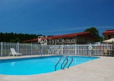 Econo Lodge Petersburg 4*