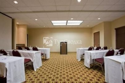 Holiday Inn Express Phoenix Airport (University Drive) 2*