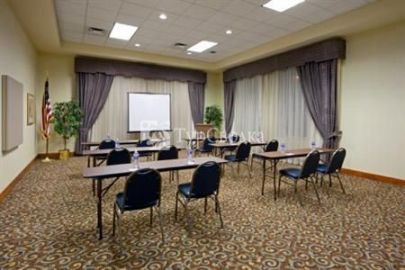 Holiday Inn Express Wilkes-Barre/Scranton Airport 2*