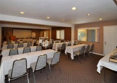 Comfort Inn and Suites Rancho Cordova 2*