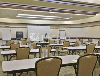 Howard Johnson Express Inn & Suites Rocklin 2*
